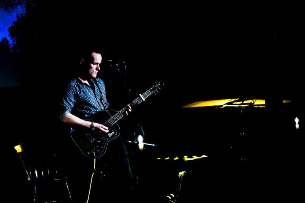 Oliver Richard Live Blue Lamp 2015