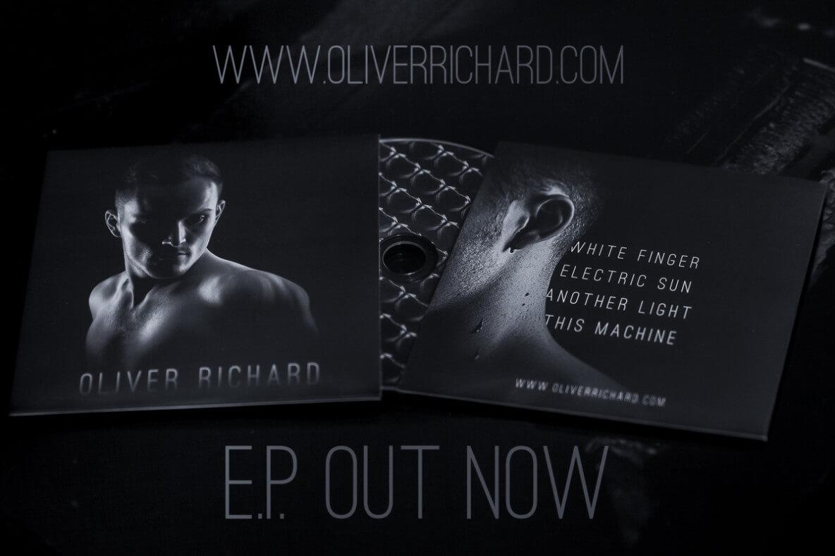 Oliver Richard White Finger CD Photography: Graeme MacDonald 2016
